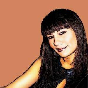 Profile photo of julie-moe